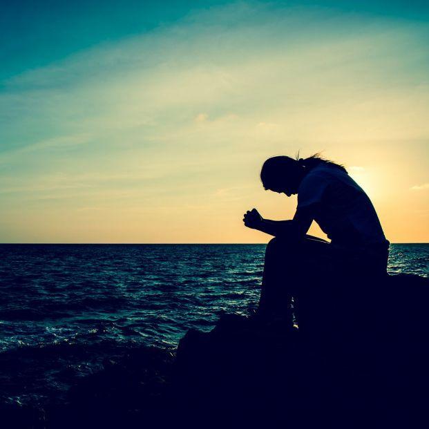 Teléfono para prevenir el suicidio (bigstock)