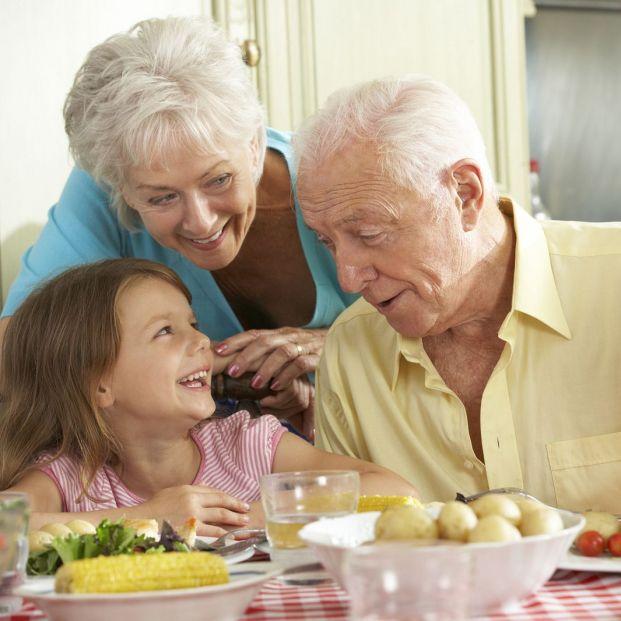 El importante papel de los abuelos en la nutrición de los niños (bigstock)