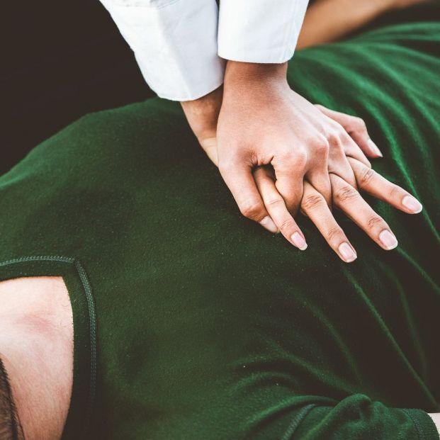 Reanimación cardiopulmonar (Bigstock)