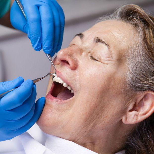 Si tus encías están rojas e inflamadas, entonces puedes tener gingivitis (Bigstock)