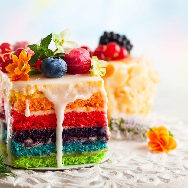 Tarta arcoíris (bigstock)