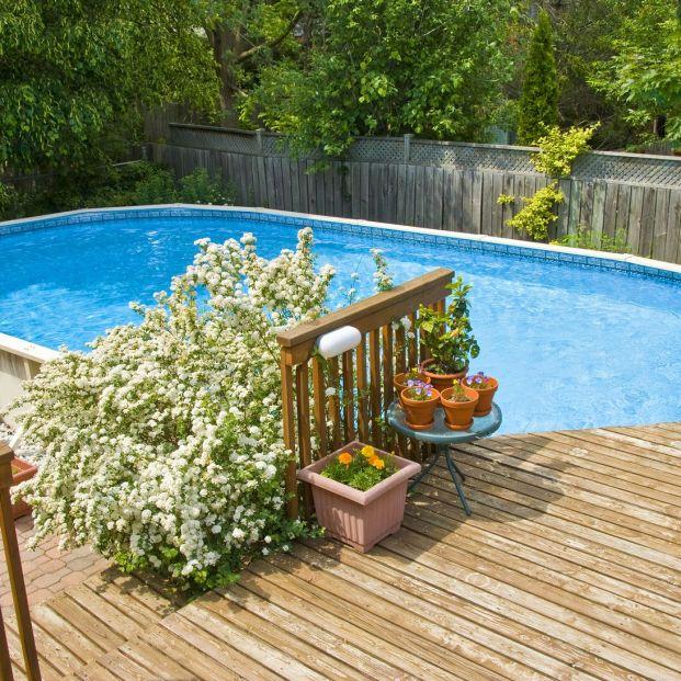 Prepara tu piscina y jardín para el buen tiempo (bigstock)