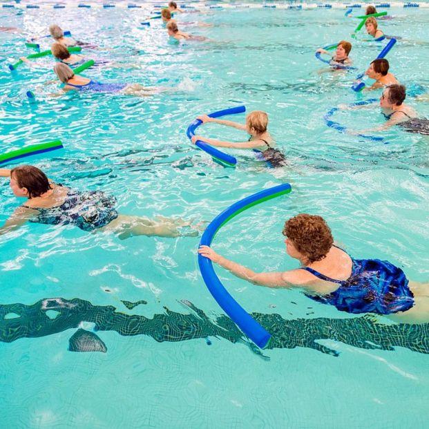 Mujeres practicando aquafitness (Creative commons)