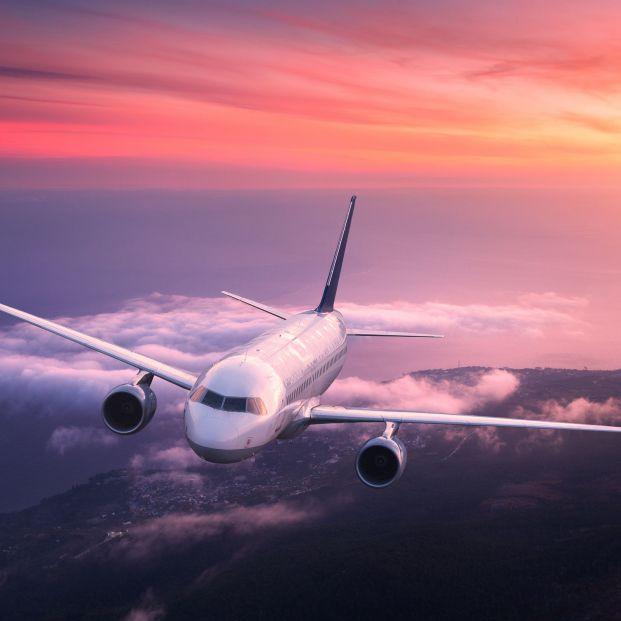 Avión. Cuatro jóvenes residentes de un hospital salvan la vida a una mujer en pleno vuelo
