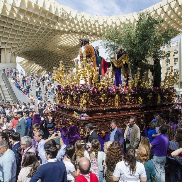 El beso de Judas en la Semana Santa de Sevilla en 2014 (BigStock)