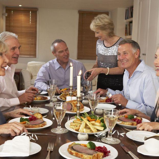 Alimentarse no es lo mismo que nutrirse: comida familiar (bigstock)