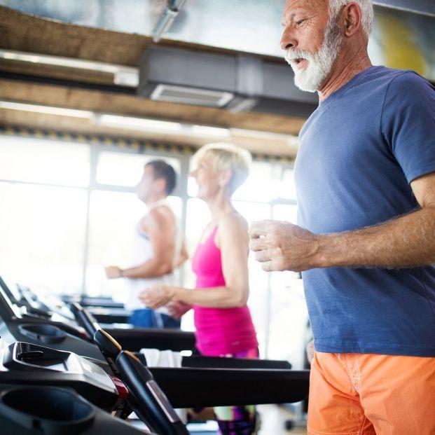Vigilar el ritmo cardiaco al hacer deporte: Correr en una cinta