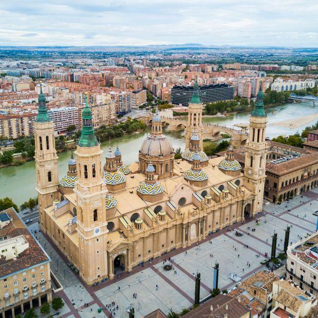 Basílica del Pilar y río Ebro en Zaragoza (BigStock)