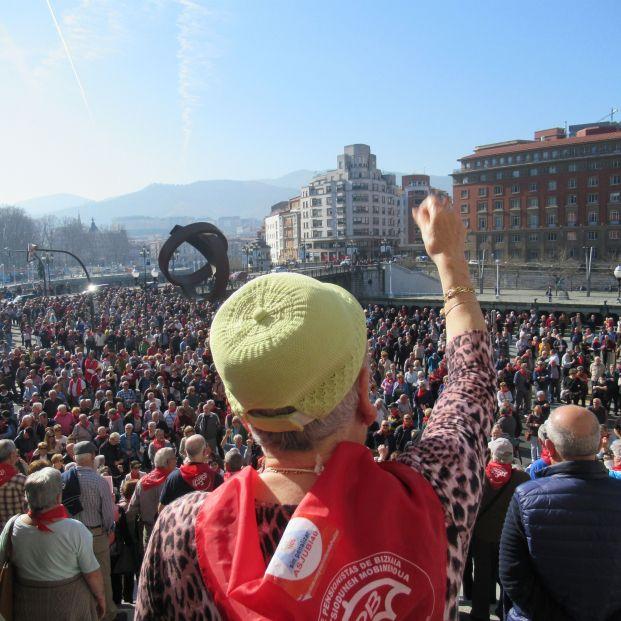 """Los pensionistas salen a la calle al grito de  """"Gobierne quien gobierne, las pensiones se defienden"""""""