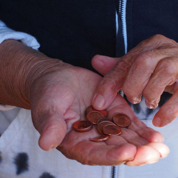 Los expertos ven electoralista y poco realizable vincular pensiones y SMI