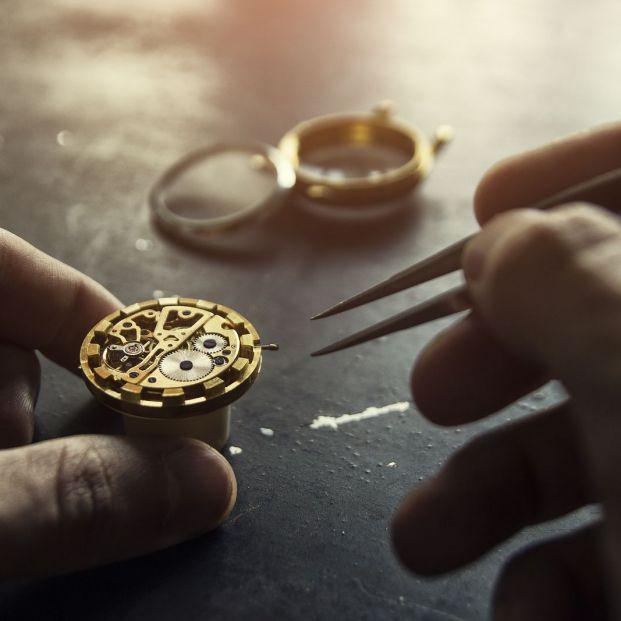 ¿Cómo cuidar un reloj automático para alargar la vida de su mecanismo? (Big stock)