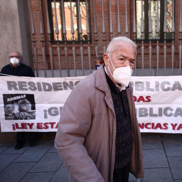 EuropaPress 3556540 anciano concentracion familiares usuarios residencias cuyo lema gestion