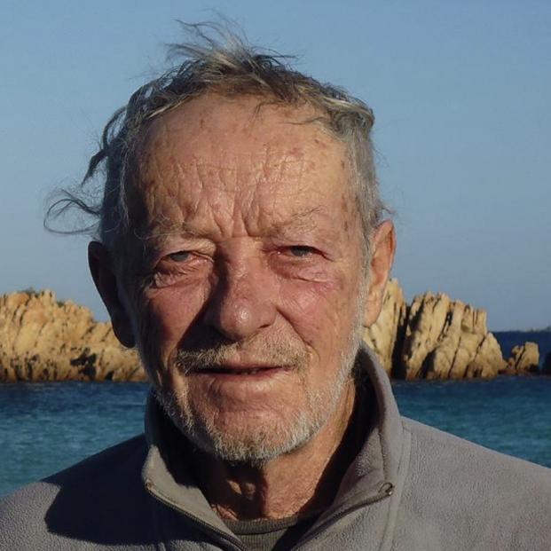 Un Robinson Crusoe italiano de 81 años abandona su isla tras 32 viviendo solo en ella. Foto-Mauro Morandi
