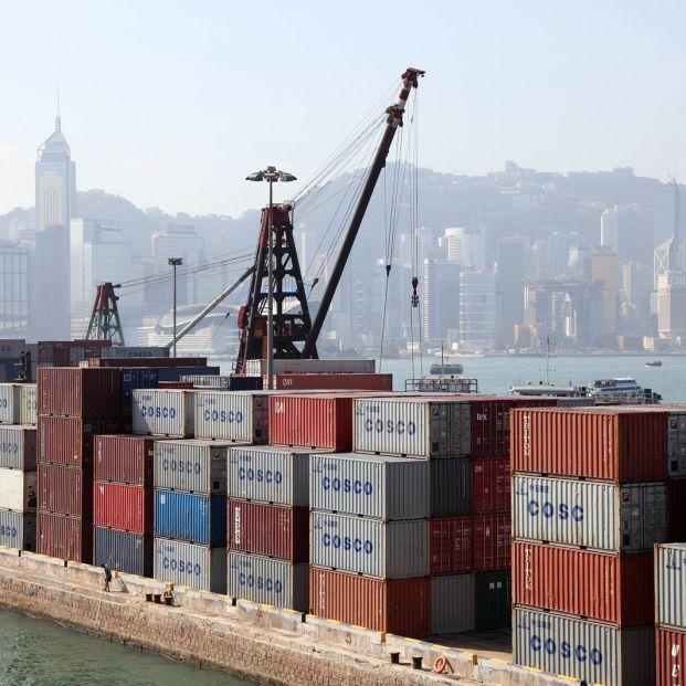 Terminal de contenedores en Hong Kong, puerto clave para la nueva Ruta de la Seda (BigStock)