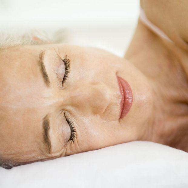 ¿Qué es mejor dormir con almohadas altas o bajas? (Foto Bigstock)