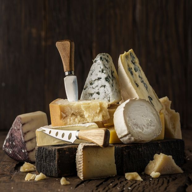 ¿Se puede comer la corteza del queso?