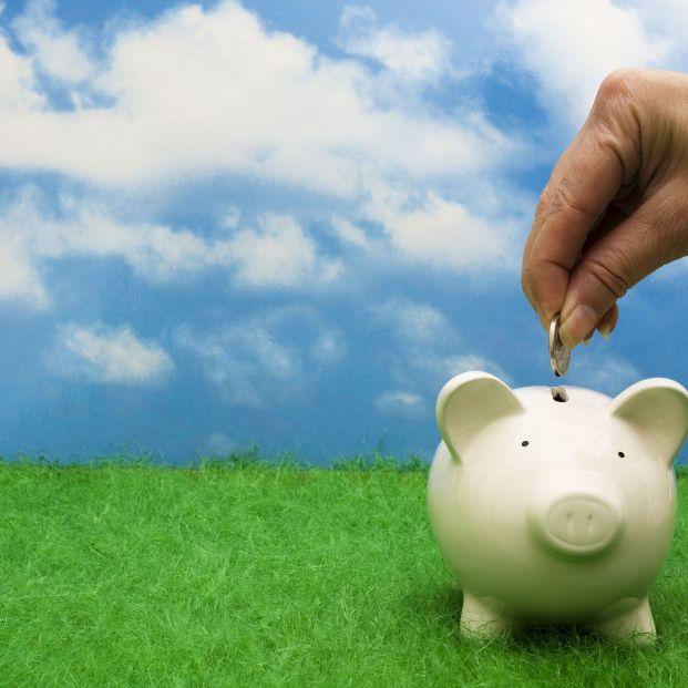 España necesita un sistema de adscripción automática que complemente las pensiones públicas