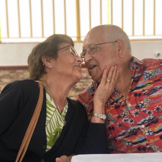 El amor de esta pareja de abuelos gaditanos ha emocionado a miles de usuarios en Twitter