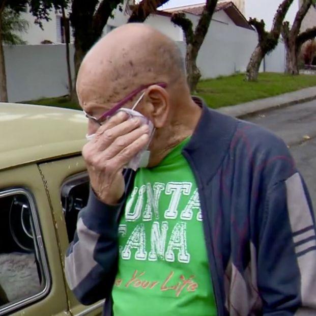 """Un profesor jubilado de 87 años recibe una gran sorpresa de sus exalumnos: """"Me emocionó"""""""