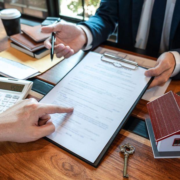 Las claves de la transferencia urgente OMF que piden para cancelar un préstamo hipotecario (Foto Bigstock)