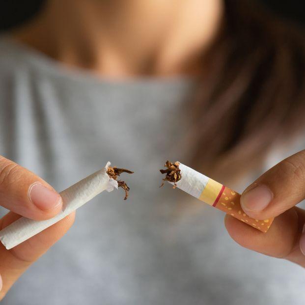 La mitad de los españoles desconocen que el tabaco daña los oídos