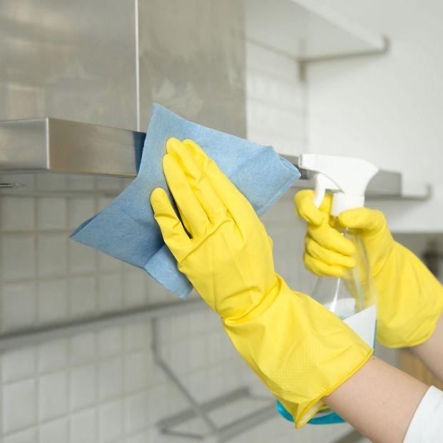 Cómo limpiar y desinfectar el acero inoxidable de la cocina