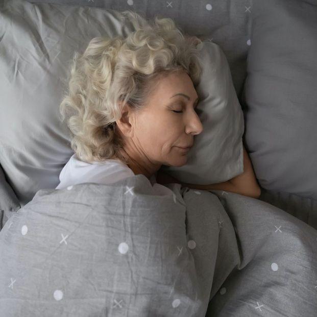 Cuántas horas duermen los mayores de 65 años