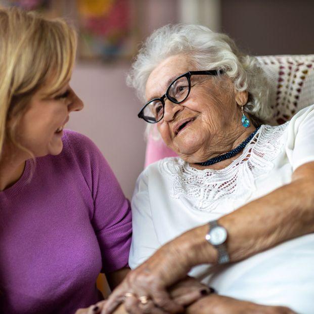 """El método de una abuela para recordar qué estudia su nieta se ha hecho viral: """"Deberían ser eternas"""" (bigstock)"""