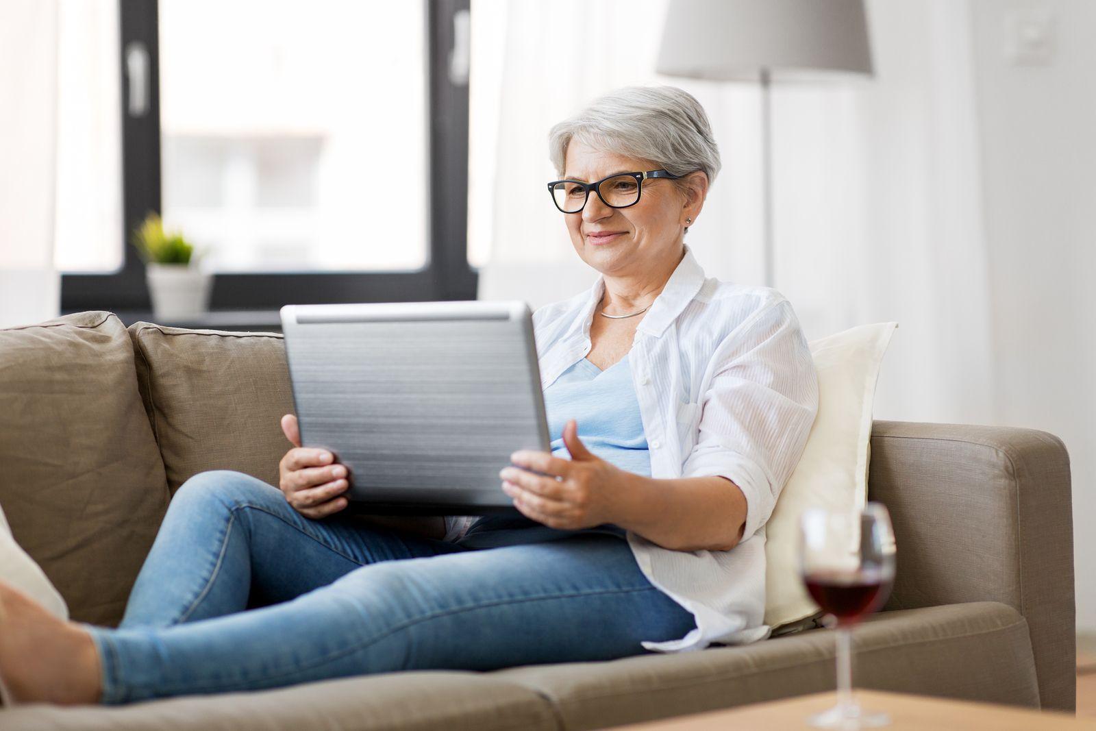 Iniciativa para fomentar la ocupación de los mayores (bigstock)