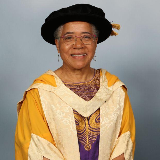 Elizabeth Anionwu, la enfermera de 74 años a la que Dua Lipa le ha dedicado un premio