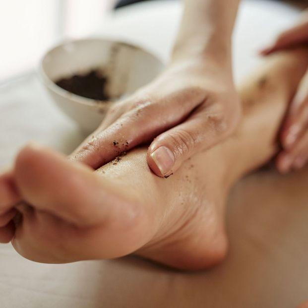 Cómo preparar un exfoliante natural casero para los pies