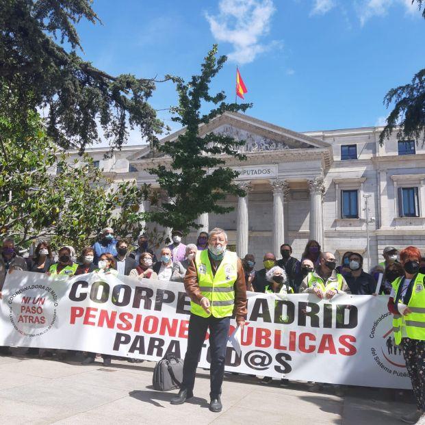 """Pensionistas presionan a Escrivá: """"No luchamos por nosotros, sino por las generaciones que vienen"""""""