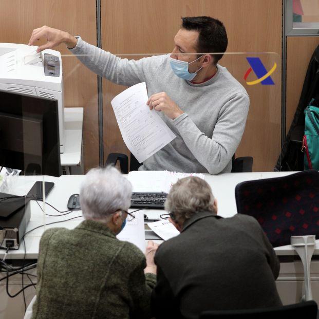 Renta 2020: ¿Las deudas tributarias de las personas fallecidas se transmiten a sus herederos?. Foto: Europa Press