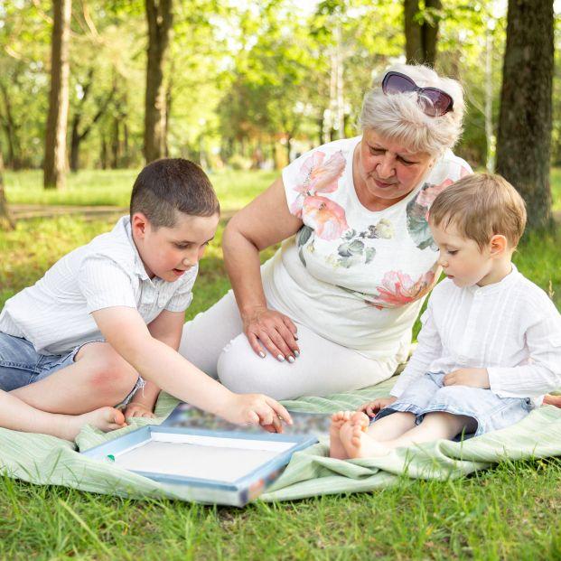 Piden una ley para hacer obligatorias relaciones de abuelos y nietos