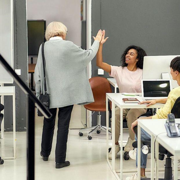 ¿Afecta retrasar la edad de jubilación a los jóvenes?