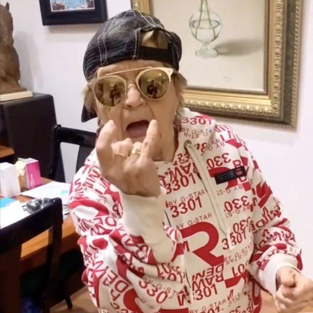 Rosa, la mujer de 80 años que está a punto de colarse en el Top 10 de TikTok España