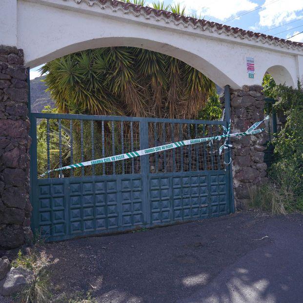 Los perros de la Guardia Civil marcan 3 puntos calientes en la casa del padre de las niñas de Tenerife