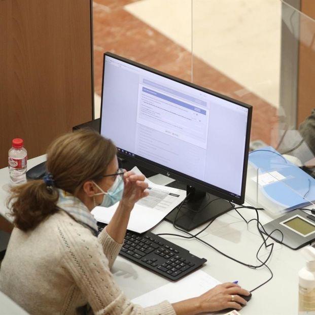 Esta semana se podrá empezar a pedir cita previa para la atención presencial de la Renta. Foto: Europa Press