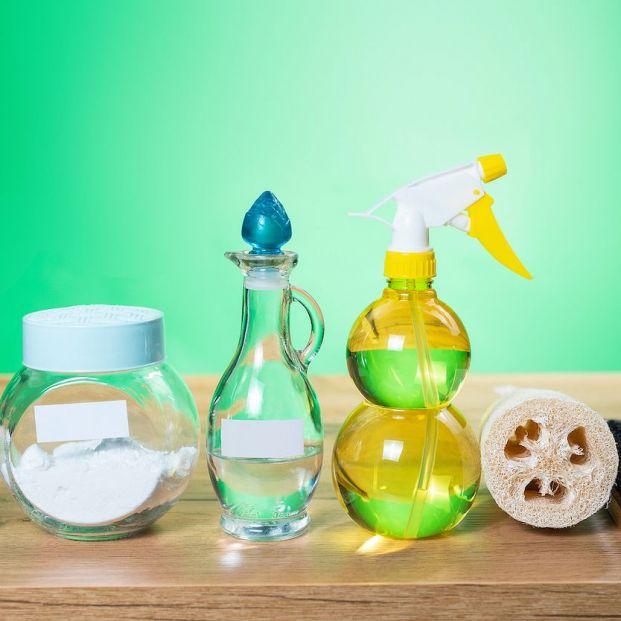 Eliminar los olores a humedad y otros 9 usos del vinagre que no conoces