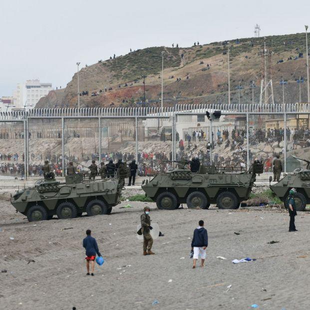 España despliega al Ejército en la frontera con Marruecos tras la entrada de 6.000 inmigrantes