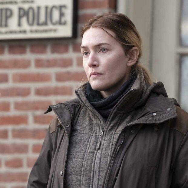 """Kate Winslet manda retirar el cartel promocional de su nueva serie: """"Pon mis arrugas de nuevo"""" (Mare of Easttown)"""