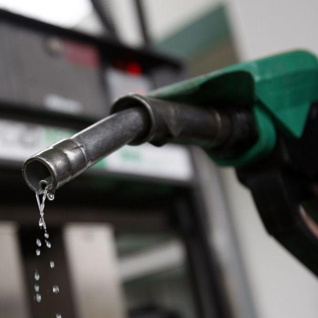Los bolsillos de los españoles tiemblan: A la subida de la luz se le une la de la gasolina