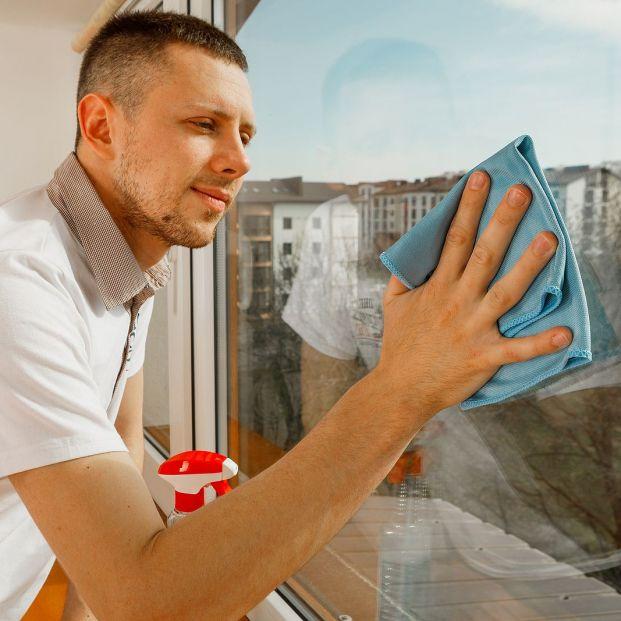 La mejor manera de limpiar los cristales muy sucios