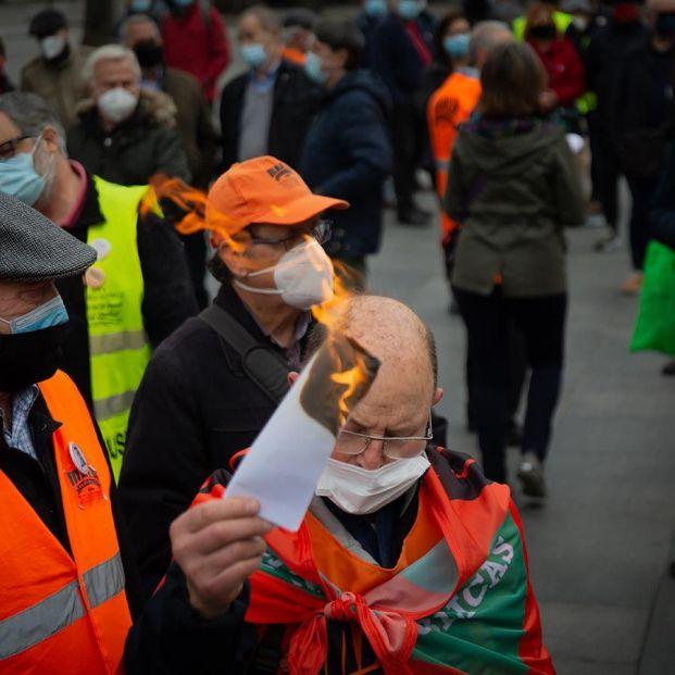 Choque generacional: Jubilados, en lucha por las pensiones frente a una juventud parada