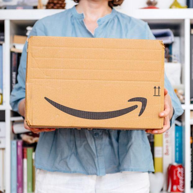 Amazon abre las puertas de sus centros logísticos (Big stock)