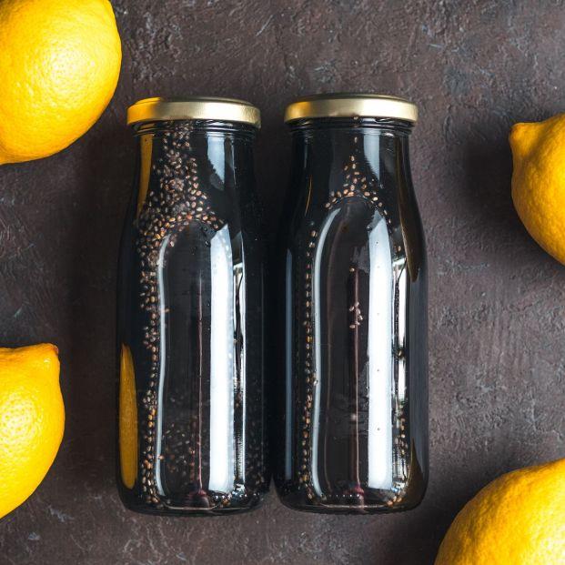 ¿Has oído hablar de los zumos con carbón? (Big stock)