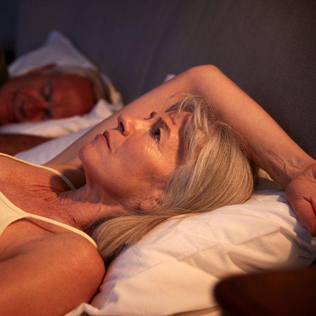¿Está relacionada la incontinencia urinaria y el insomnio? (Big stock)