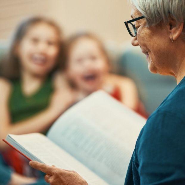 Abuelos y abuelas con muchos cuentos
