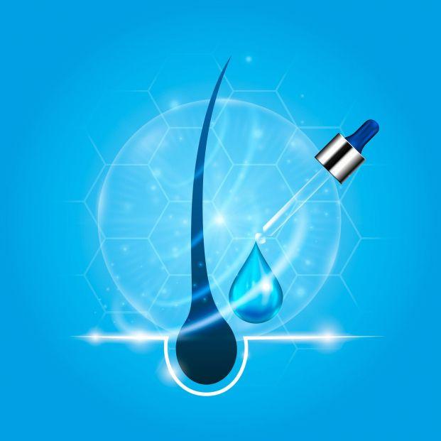 El sérum capilar ayuda a revitalizar cabellos secos y puntas abiertas (Bigstock)