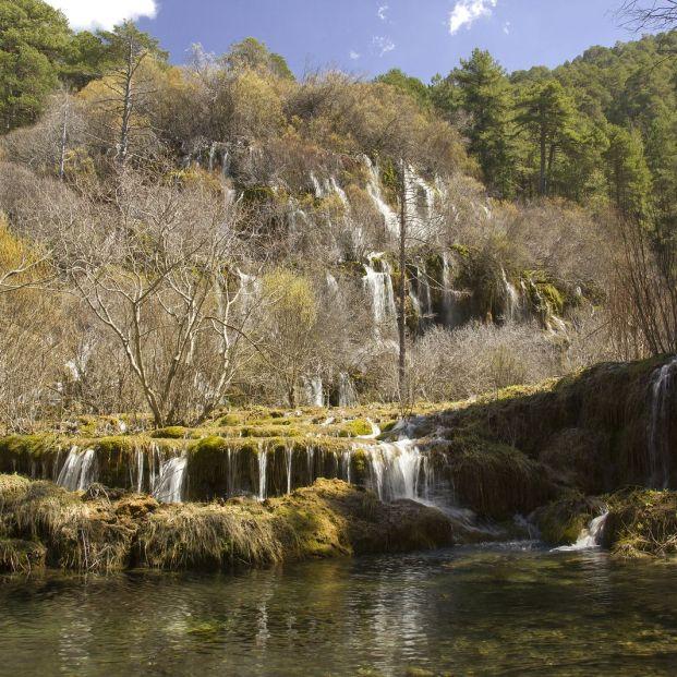 Los nacimientos de ríos más bellos que puedes encontrar en España: Nacimiento río Cuervo España (bigstock)